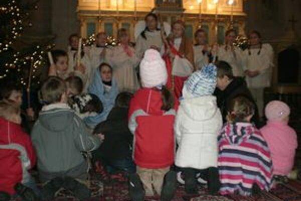 Pucovské deti sa na vianočné sviatky pripravili jasličkovú pobožnosť.