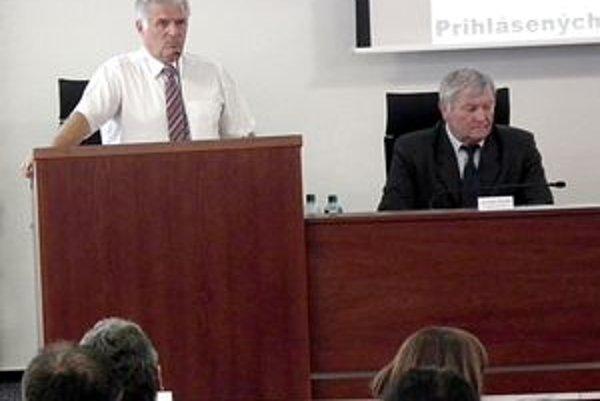 Richardovi Horváthovi schválilo krajské zastupiteľstvo polročnú odmenu.
