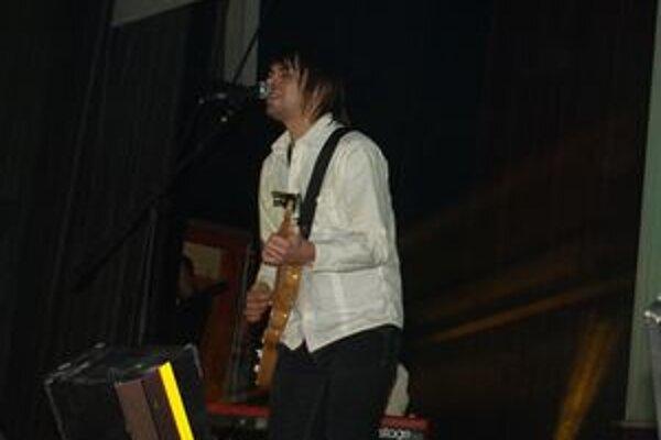 Na začiatku koncertu sa plnej sále predstavil spevák Adama Ďurica. Koniec zase patril tanečníkom z Old School Brothers.