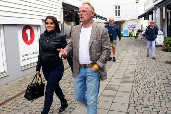 Nórsky protiimigračný politik má vzťah s prisťahovalkyňou, odstúpil pre cestu do Iránu