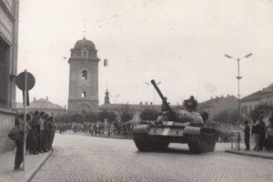 Tank na námestí v Brezne.
