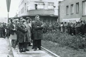 Protestná celozávodná schôdza v Mostárni Brezno.