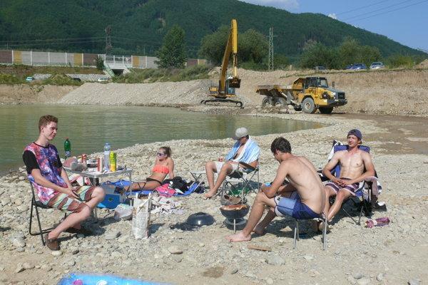 Na jazierkach pri Lipovci sa stále ťaží štrk.