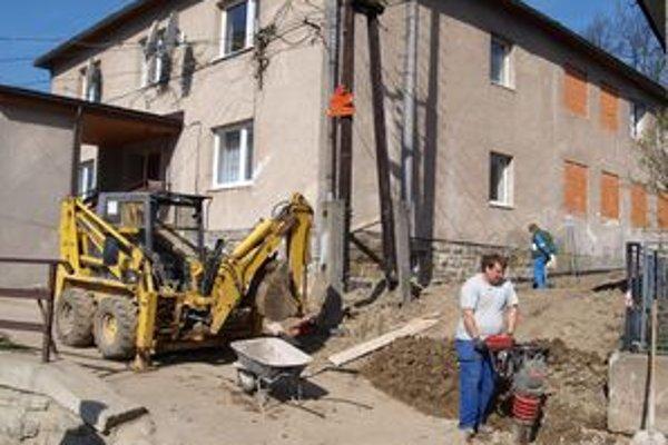 Vasiľovčania prerábajú kultúrny dom za peniaze z eurofondov.