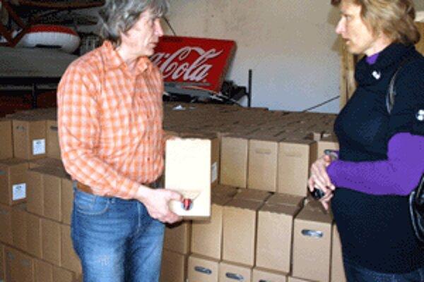 Eduard Dunčič rozváža tri dni v týždni do hornooravských škôl stovky kartónov stekutými vitamínmi.