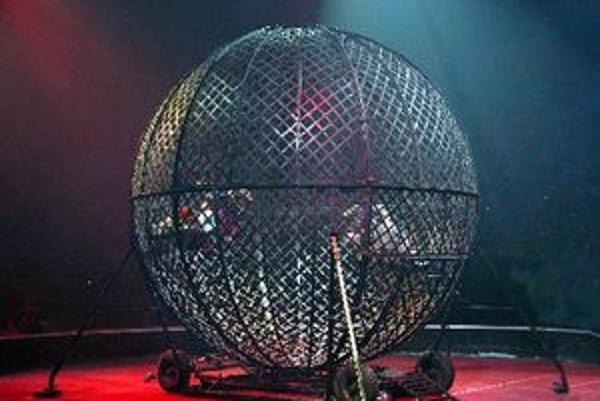 Glóbus smrti, najväčšia atrakcia cirkusu Romanza.