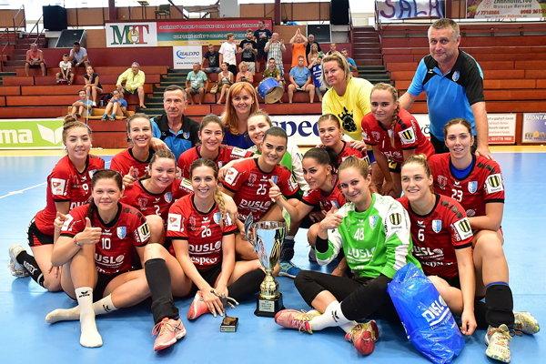 Omladený kolektív Dusla Šaľa získal víťaznú trofej.