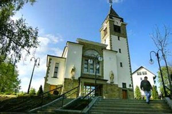 Farský kostol narodenia Panny Márie v Novoti.