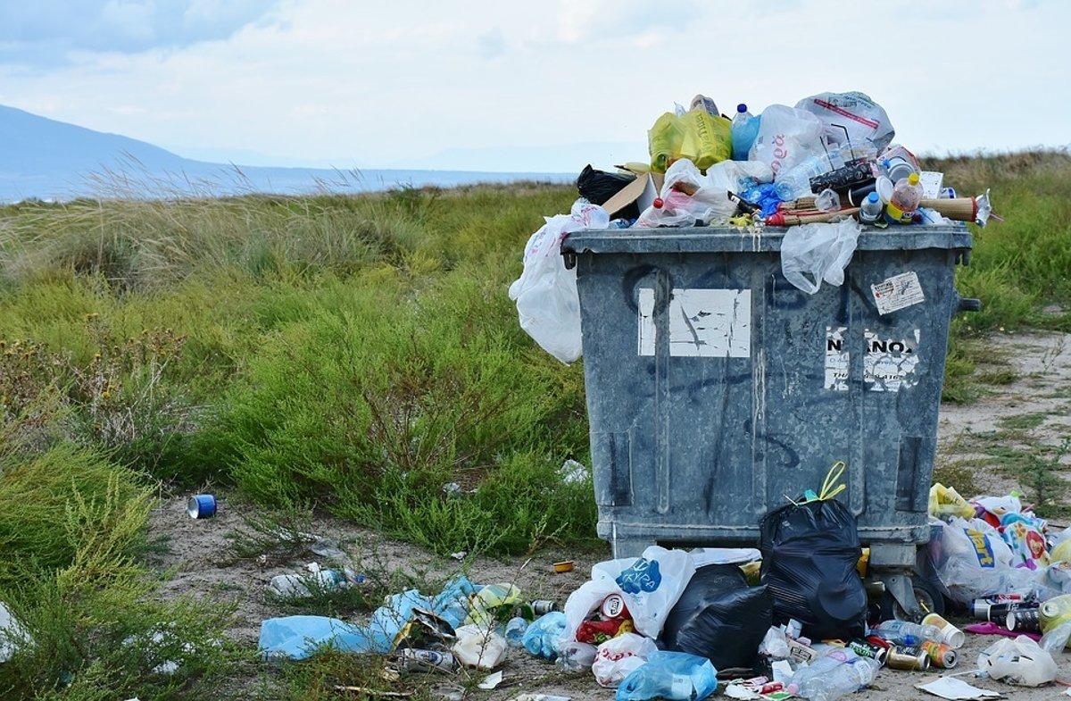 Do boja s plastovým odpadom vstúpil prvý reťazec - ekonomika.sme.sk 1f8fbe7c6b2