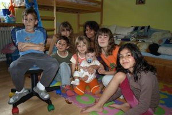 Rodina Pientákovcov je na hluk a chaos v dome zvyknutá. Prázdniny bez detí z detských domovov si už ani nevedia predstaviť.