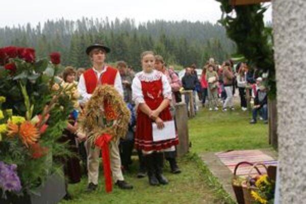 Slávnosti boli spojené aj s dožinkami. Dožinkový veniec dostal predseda miestneho družstva.