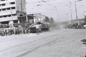 Košické Námestie osloboditeľov a dnešná Hlavná ulica pred 50 rokmi.