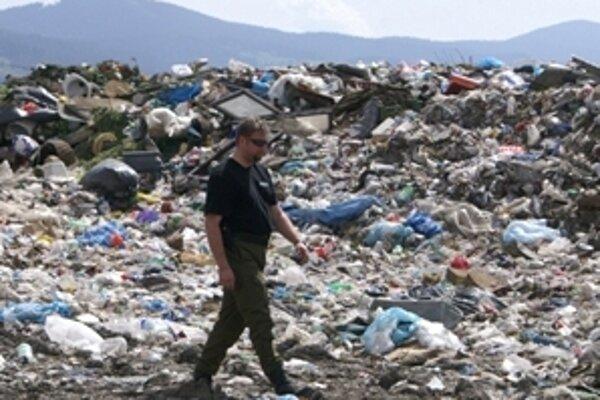 Pri skládke odpadov v Zubrohlave je jedno odkalisko, druhé sa nachádza v Nižnej.