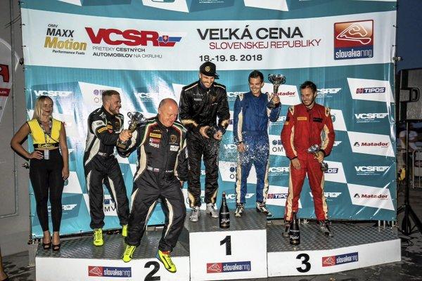 Bratia Filip a Samo Sládečkovci sa pri tohtoročnom debute tešili z víťazstva v triede GT3.