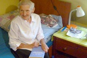 Už päť rokov žije v penzióne pre seniorov v Hornej Seči a najradšej číta knihy s vojnovou tematikou.