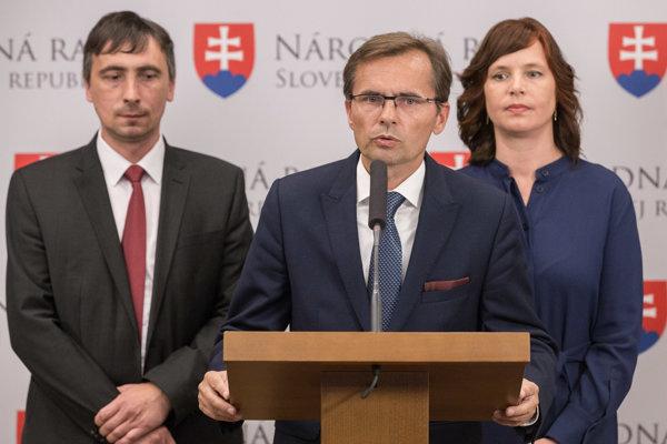 OĽaNO nevylučuje návrh na odvolanie Sakovej, s kolegami z SaS o tom zatiaľ nehovorili.