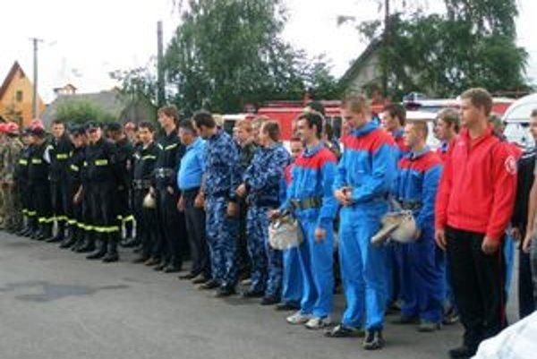 Bobrovčania si počas slávností pripomenuli 90. výročie založenia Dobrovoľného hasičského zboru.