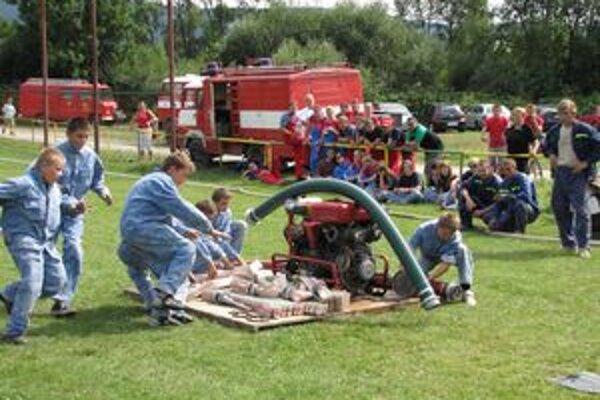 Plameň Hruštín bol najrýchlejší. Družstvo najmladších domácich hasičov v akcii.
