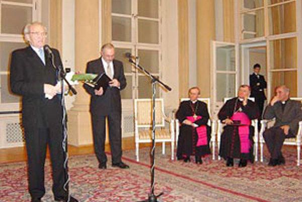 V roku 2004 prebral Anton Habovštiak z rúk biskupa Františka Rábeka Cenu Fra Angelica v kategórii umenia.