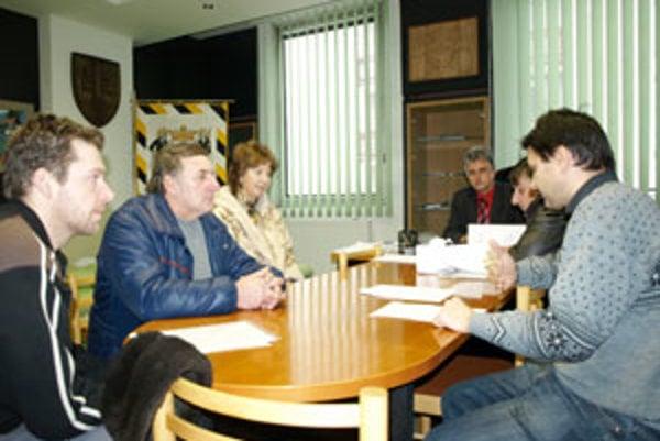 Odporcovia reštaurácie na Ulici Červeného kríža hľadali porozumenie u primátora Námestova Jána Kaderu.
