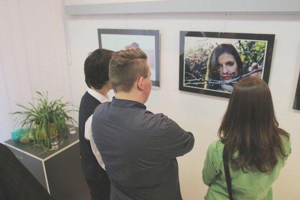 Svoje diela prezentovalo 16 fotografov.