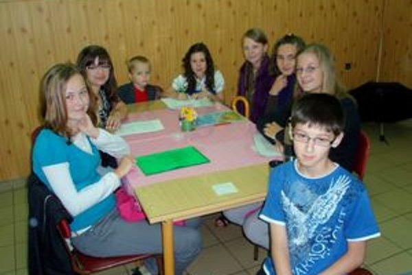 Žiaci z dolnomarikovskej školy pred súťažou.
