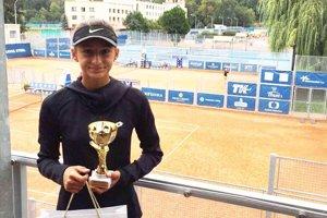 Ana Šabíková získala bronzový pohár na kurtoch Sparty Praha.