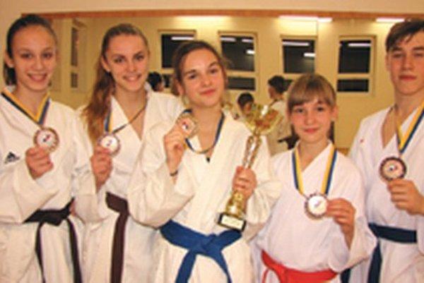 Zľava Marcela Langová, Veronika Hurychová, Monika Krošláková, Emma Podobová a Boris Bobocký.