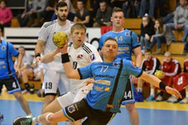 Hádzanári prehrali v Šali o štyri góly.