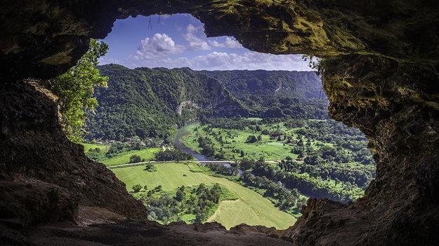 Portoriko zláka okrem pláží aj zelenou krajinou.