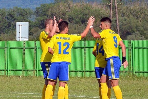 Na zahraničných futbalistov sa vo veľkej miere spolieha aj treťoligové Humenné.  Srbský tréner Puniša Memedovič má vmužstve aktuálne štyroch svojich krajanov.