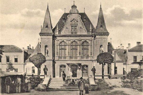 Budova čakárne košickej železničnej stanice.