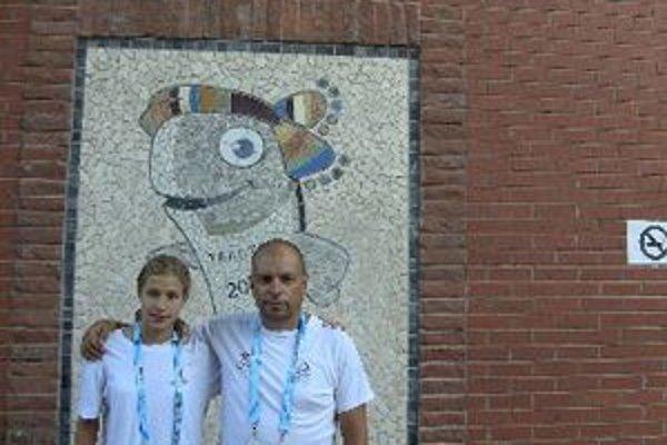 Andrea Podmaníková s trénerom Vladimírom Železníkom v Turecku.