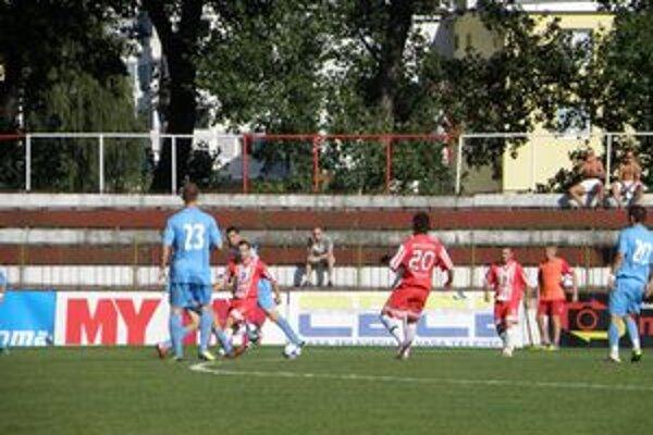 Topoľčianski futbalisti prehrali o gól.