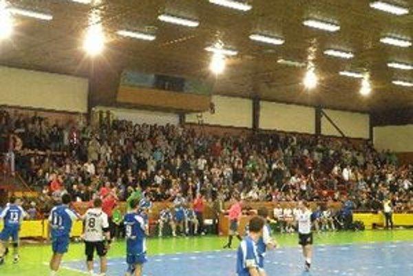Tréner Dezider Jakubička verí, že fanúšikovia Topoľčian opäť nájdu cestu do športovej haly.