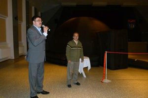 Planetárium predstavil primátor Partizánskeho Jozef Božik a Vladimír Mešter, riaditeľ hvezdárne.