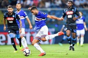 Gregoire Defrel strieľa jeden zo svojich dvoch gólov do siete Neapola.