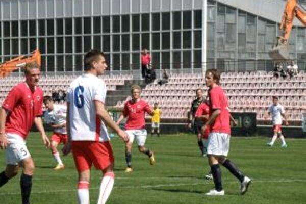 Nórsko (v červenom) zdolalo víťaza skupiny Česko a bude hrať  tretie miesto.
