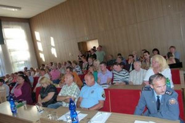 Zastupiteľstva sa zúčastnilo množstvo obyvateľov mesta.