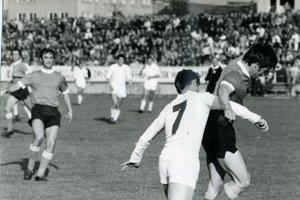 Ján Diabelko (v pozadí) počas zápasu martinského tímu.