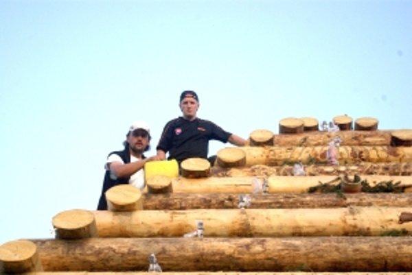 Posledné prípravy. Milan Minto Jakúbek (vľavo) a Miroslav Rexa.
