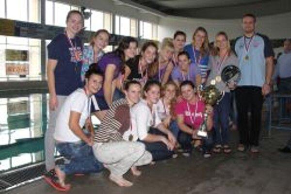 Topoľčianske ženy vyhrali pohár bez straty bodu.