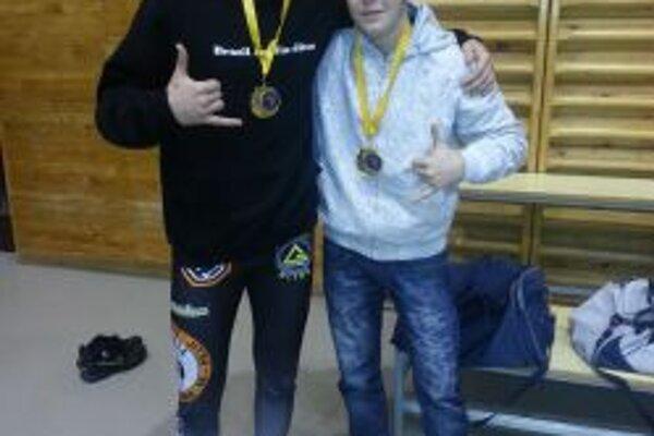 Róbert Matušík a Lukáš Ohanka s medailami.
