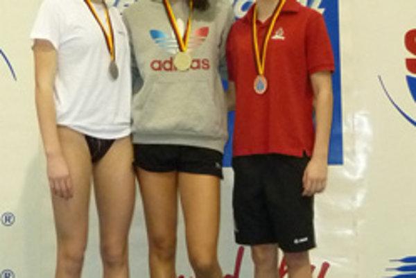 Andrea Podmaníková (vpravo) získala dve bronzové medaily.