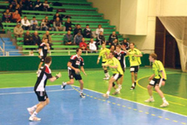 Topoľčianski hádzanári vyhrali vonku o dva góly.