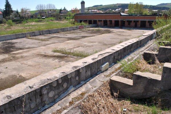 Dnešná podoba miesta, kde má štadión vyrásť.