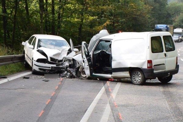 Zrážka dvoch áut dnes komplikovla cestu do Žiliny.