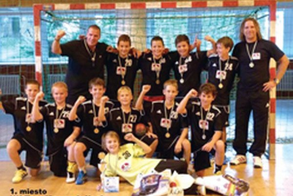 Hádzanári - mladší žiaci vyhrali turnaj v Zlíne.