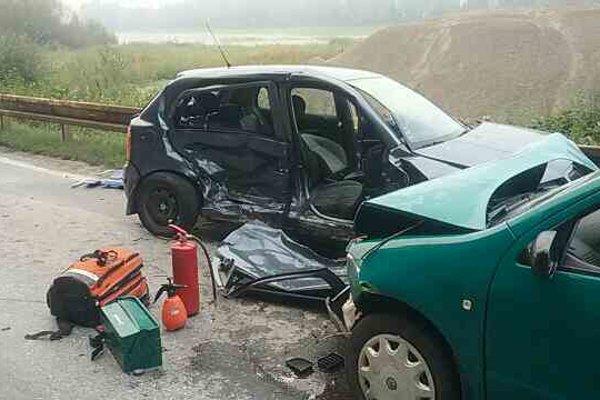 Pri dopravnej nehode pri Udiči sa zranili štyri osoby.