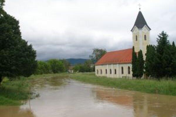 Hladina Bojňanky kulminovala v Chrabranoch 2. júna.